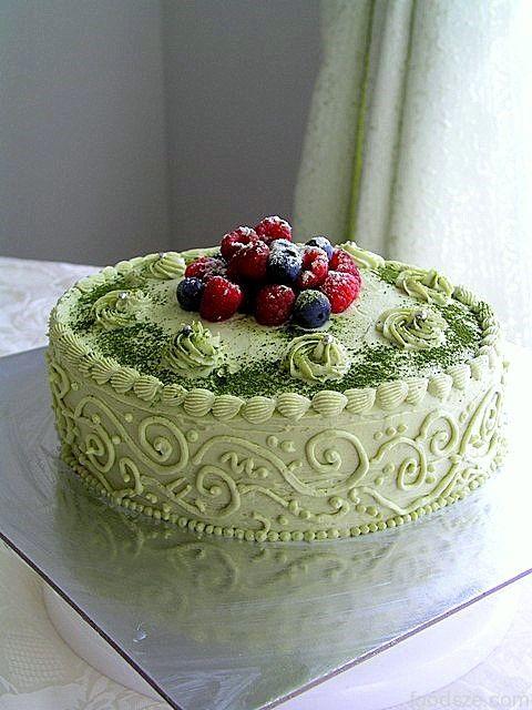 Green Tea Cheesecake with Raspberries and Blueberries