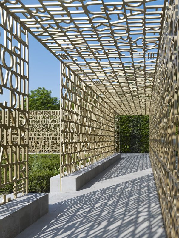 Lettered walkway at Gardens of the World Berlin. Photo by Stefan Müller.