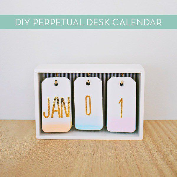 Make It: Stylish DIY Desk Calendar