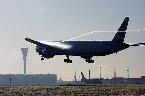 British Airways Boeing 777-36N/ER arriving into London Heathrow