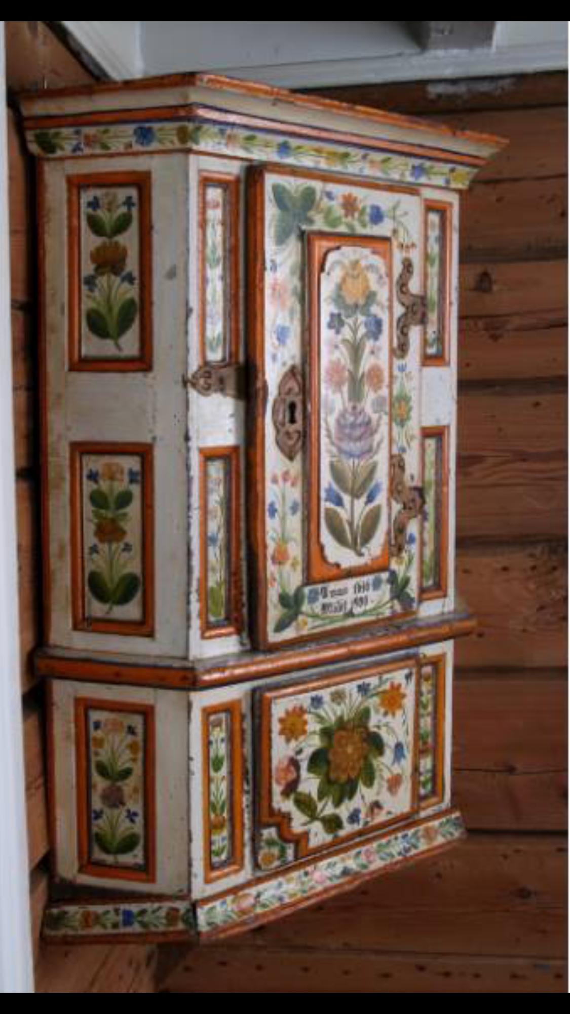 Image Du Tableau Meubles Polychromes De Alka On Linen Meuble Meubles Peints Decoration