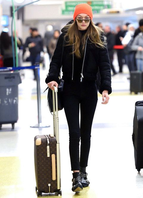 dd750a8b6fcb9 100 Celebrity-Inspired Outfits to Wear on a Plane
