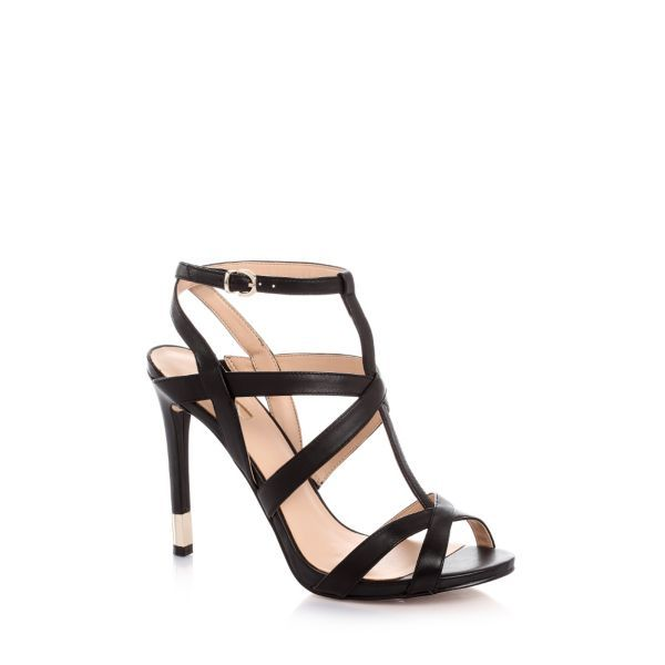 Modern, feminine lined leather sandal with crossover straps at the front. Glamorous and bon ton, but also comfortable thanks to the small plateau.