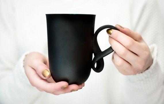 Porzellan große Tasse MOBIUS Becher schwarz von ENDEceramics