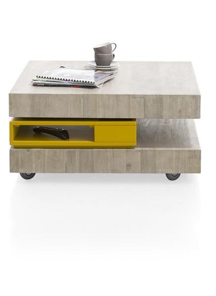 Maline, la table basse Multiplus, avec son plateau pivotant qui dissimule des espaces de rangement. Et comme tous les autre meubles de la collection, elle peut être choisie en total bois (teinte au choix) ou avec des éléments laqués jaune, anthracite ou blanc