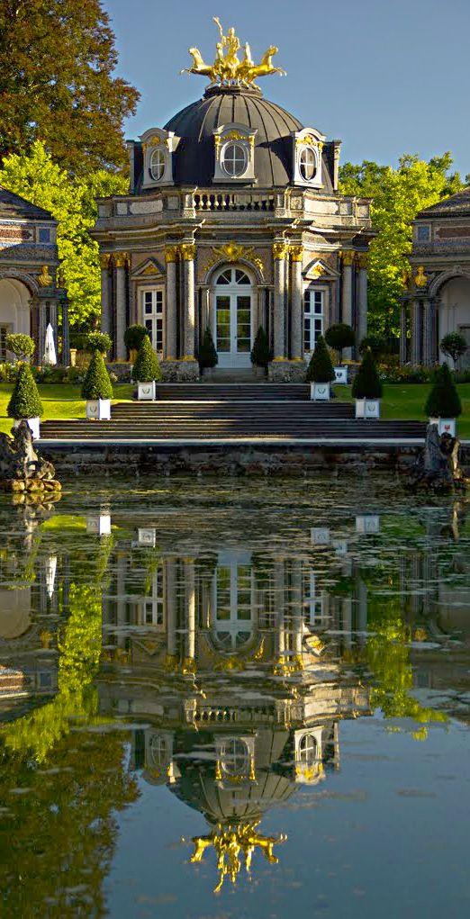 Pin Von Boxed Wine Lady Auf The World Of Miss Millionairess Gebaude Architektur Historische Hauser