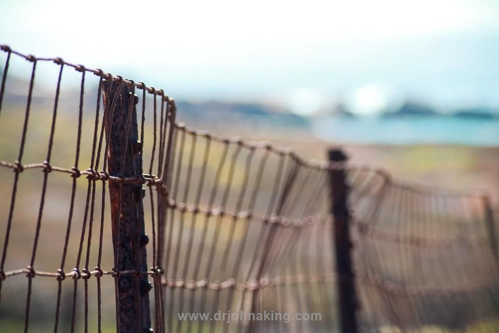 Good Fences for Good Boundaries  In order to come to this place each of us has to be clear about what the important things are to us and we must also be aware that all of our decisions are leading us towards our purpose or away from it. Toward a life of integrity or away from it. Not one of […]   The post  Good Fences for Good B ..  #drjohnaking #leadership #lifeasleaders http://www.drjohnaking.com/leadership/good-fences-for-good-boundaries/