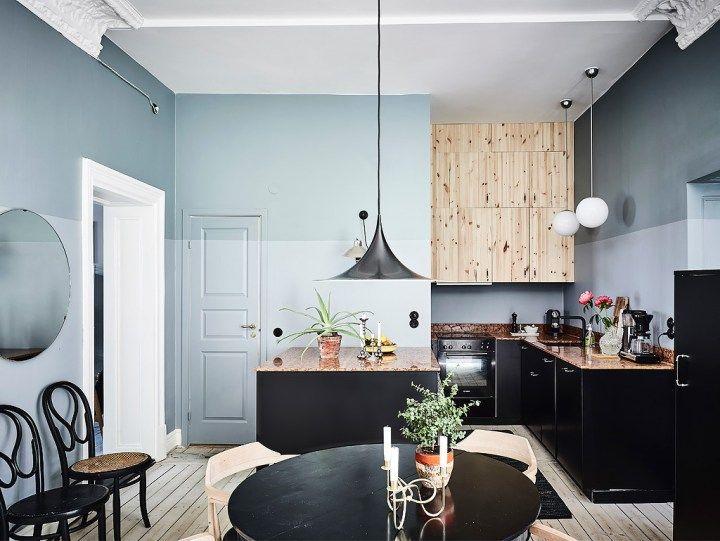 Dormitorio con paredes oscuras y madera natural Half painted walls - decoracion con madera en paredes