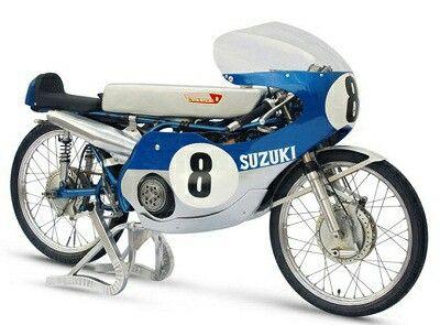 The Bicilindric 50cc 18hp 2 Stroke 14 Gears Suzuki Rt67 Is Just My Hero Bromfiets Brommers Motogp