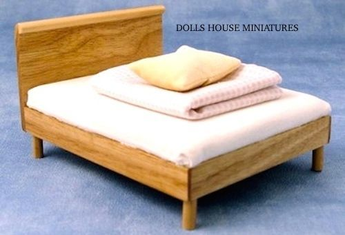 Modern Bed With Light Pine Wood Finish Doll House ...