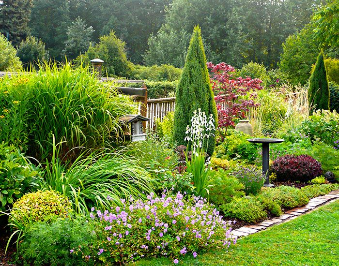 English Mixed Border Cottage Gardens Mount Hood Gardens Inc Conifers Garden Garden Design Natural Landscaping
