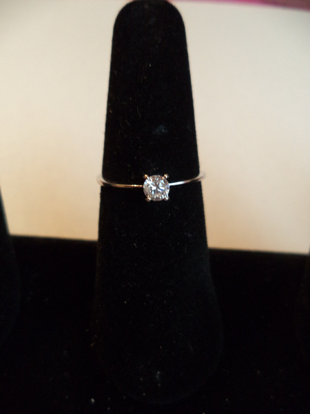 Stunning Ladies Sterling Silver Cubic Zirconia Ring Size 8