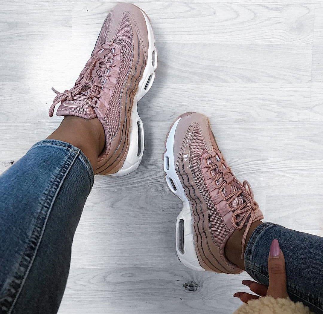 Nike Air Max 95 in rosé weiß    Foto  i.am.rachel  Instagram   cookbook 10f8579293