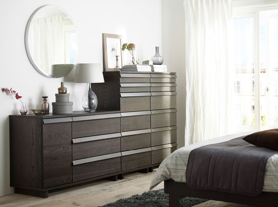 Kommode schlafzimmer braun  Ein Schlafzimmer mit OPPLAND Kommode mit 3 Schubladen und 1 Tür ...