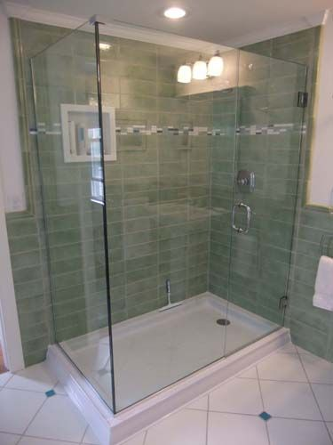 Horizontal stacked tile pattern with border inlaid for Horizontal tile shower