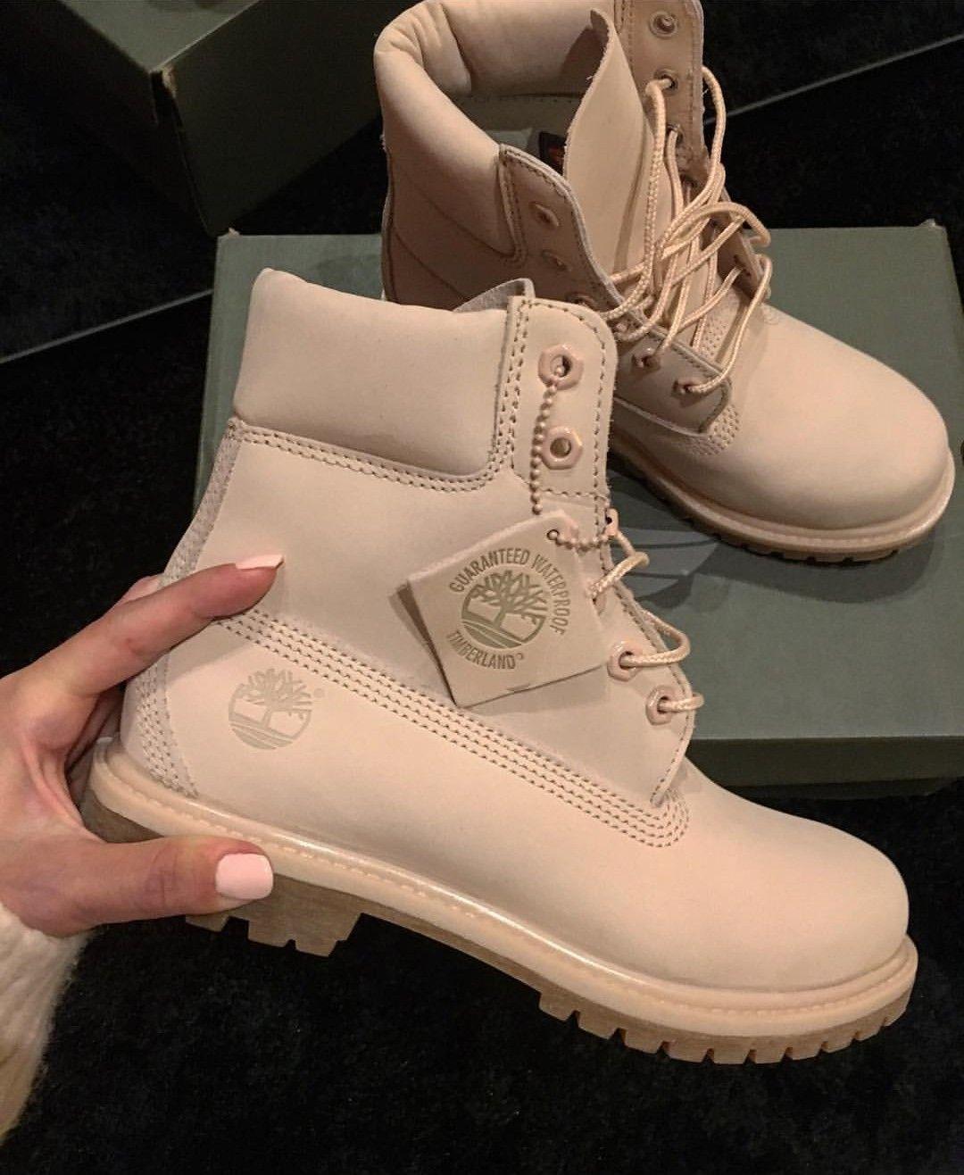 50182c3b Timberland Boots in beige/hellbraun // Foto: dori_szabo_official  Instagram