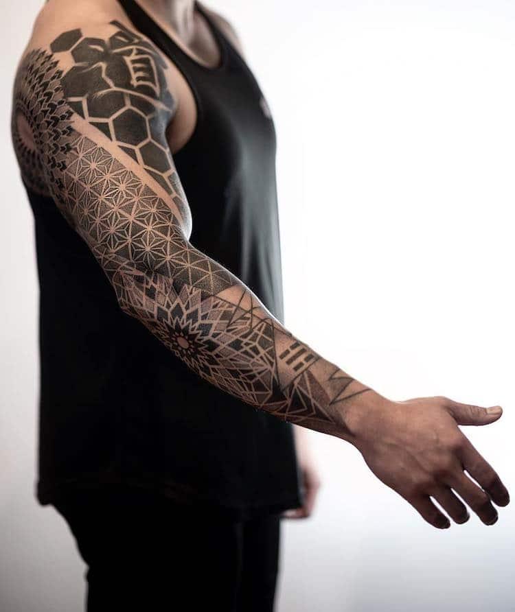 Tattoo Artist Turns Nature's Geometric Patterns into Intricate Mandalas on Skin