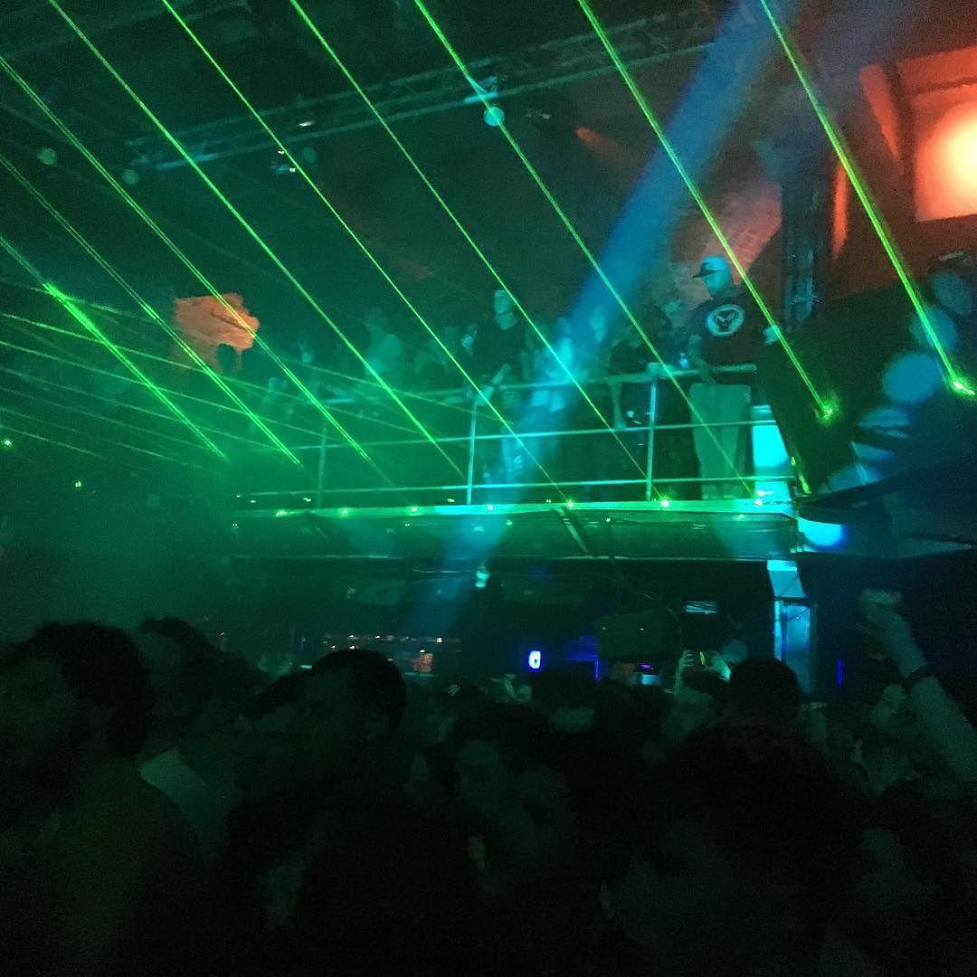 #laserlightshow at #fabric #lastnight for #noisiainvites @noisia_official @noisia_invites #lit #holyshit #letsfuckinghaveit #rowdy #dnb #drumandbass #nightclub #nightlife #london