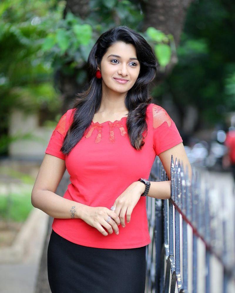 Kollywood Actress Priya Bhavani Shankar Latest Hd Photos: Actress Priya Bhavani Shankar Latest Stills