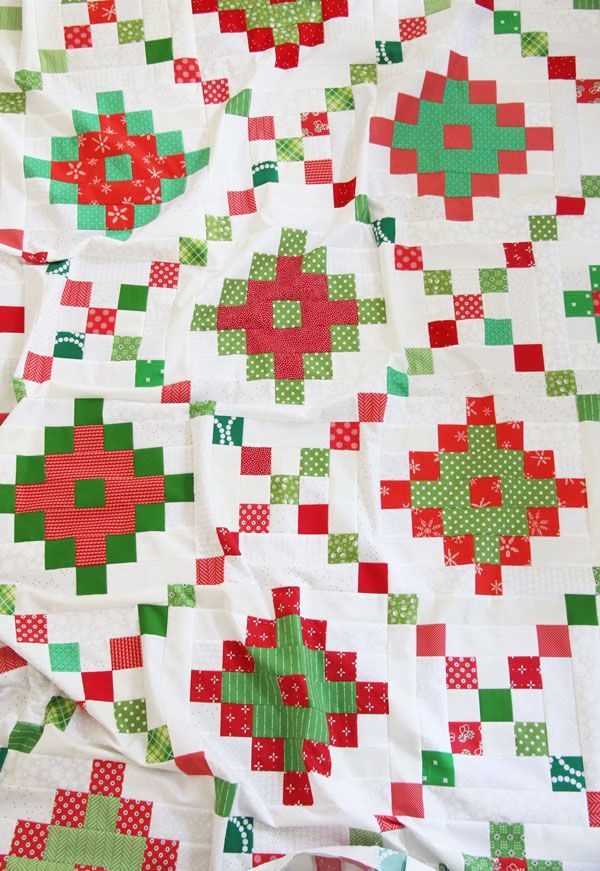 A Christmas Pixel Chain Quilt Top (Cluck Cluck Sew) #jellyrollquilts