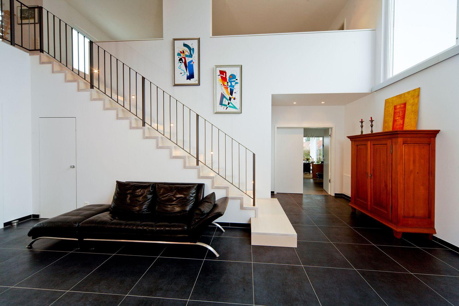 Zeitlos. Gerade. Schick. Diese Treppe führt Sie ohne Umwege an Ihr Ziel.