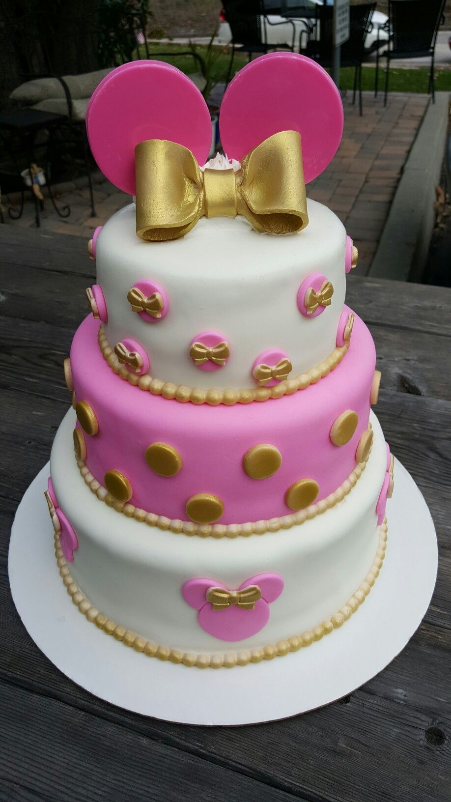 Minnie Mouse Gold Amp Pink Cake Kimmi Cakes Minnie Mouse