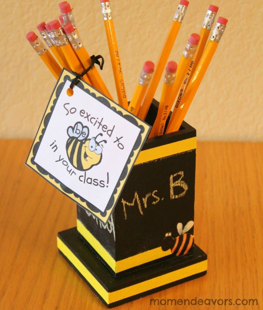 Cute bee-themed chalkboard pencil holder - Back to School Gift Crafts to try