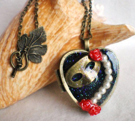 Music box locket, heart shaped locket with music box ...