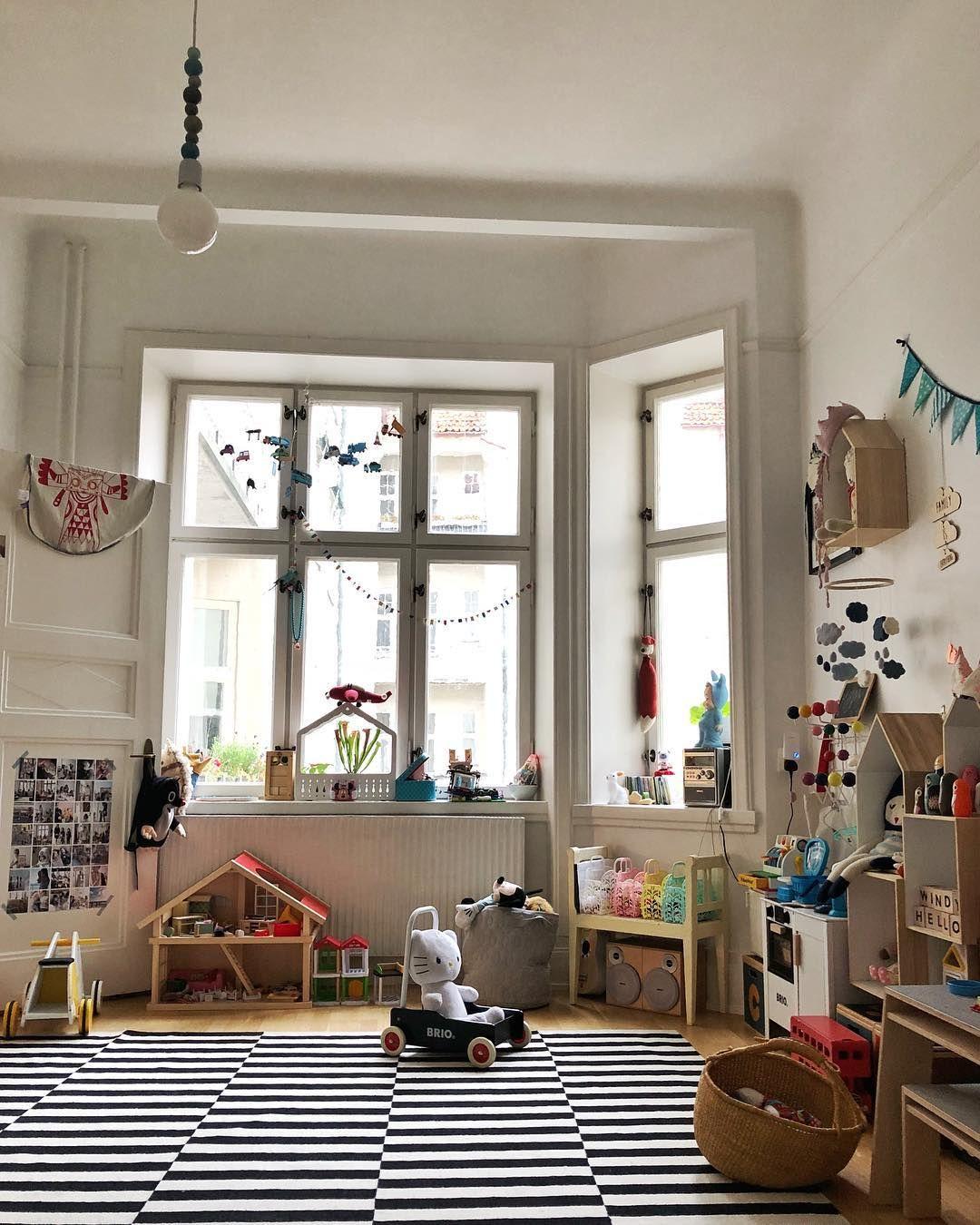 Playroom sundaylook cuarto de juegos habitaciones for Decoracion habitacion infantil montessori