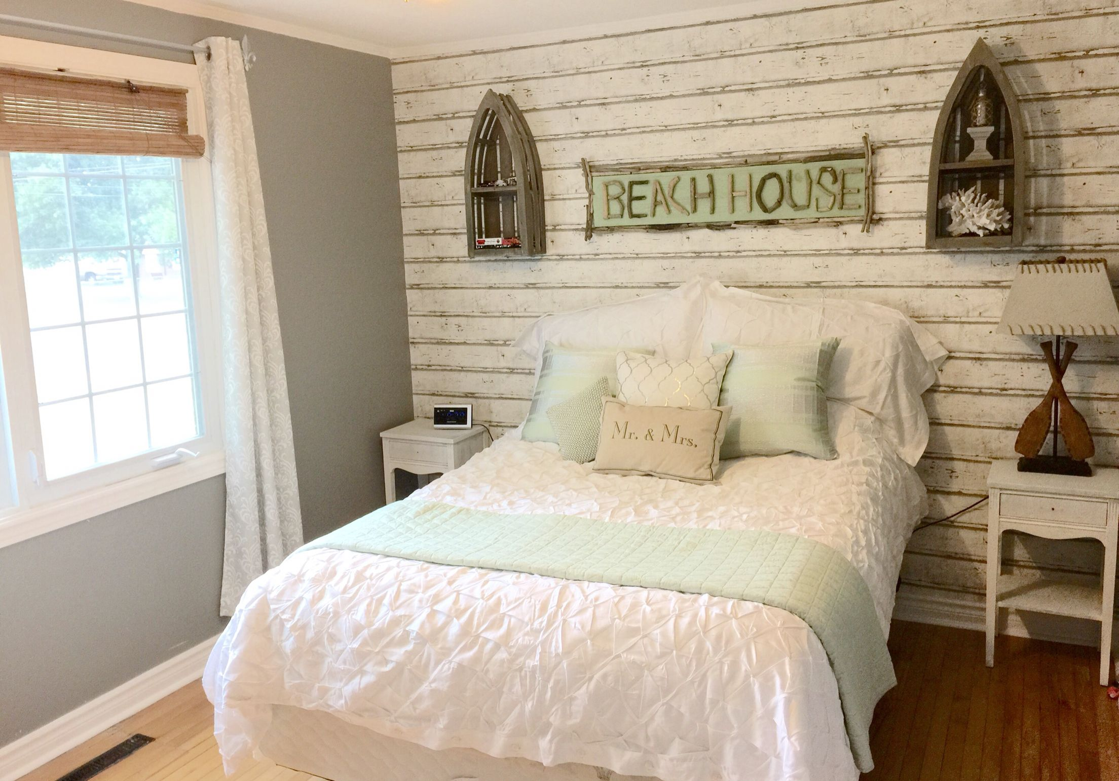 Beach/Cottage themed bedroom! Wood texture wallpaper