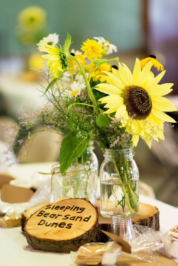 Mason jar sunflower centerpieces 結婚式 pinterest sunflower