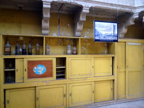Uma modesta reconstituição de laboratório no segundo andar - http://diretodeparis.com/subindo-na-tour-saint-jacques-e-vendo-paris-de-um-novo-angulo/