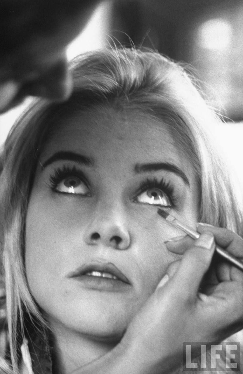 sue lyon daughter