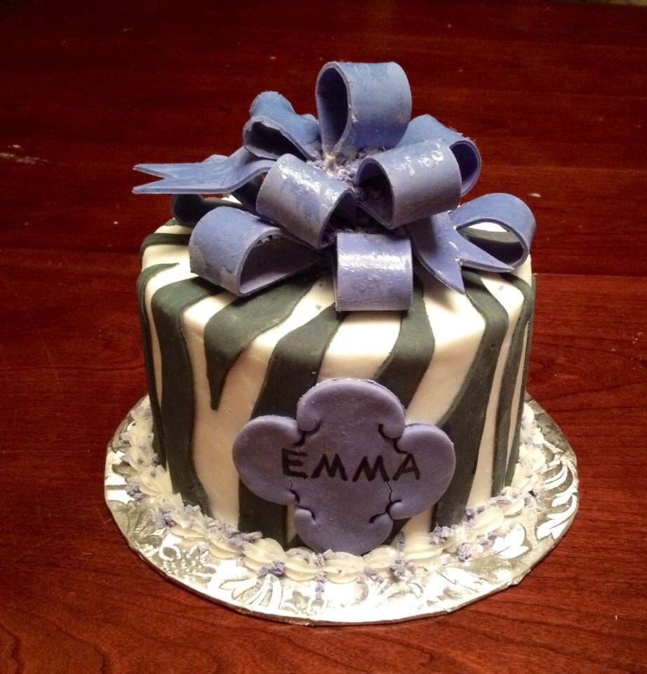 Mini zebra cake with fondant bow