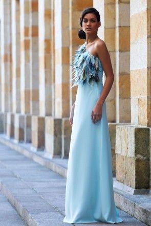 bdc3daa107 vestido largo para boda fiesta evento coctel graduacion con escote  asimetrico cuerpo de plumas de apparentia