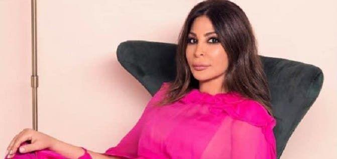 إليسا تخطف الأنظار في أحدث إطلالة لها صورة In 2021 Strapless Top Women Fashion