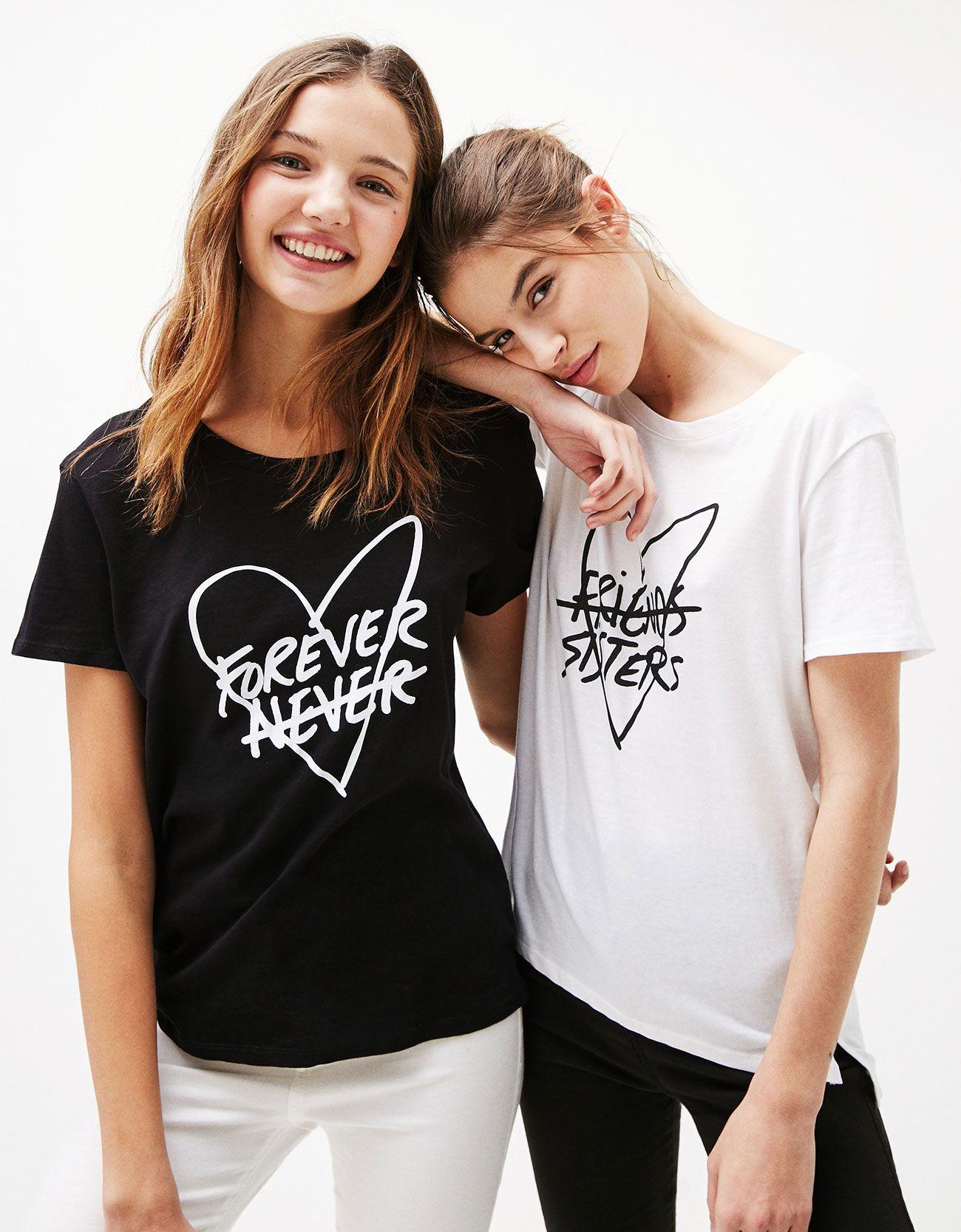 06f2e91b3f7 Camiseta estampada Forever Sister. Descubre ésta y muchas otras prendas en  Bershka con nuevos productos cada semana