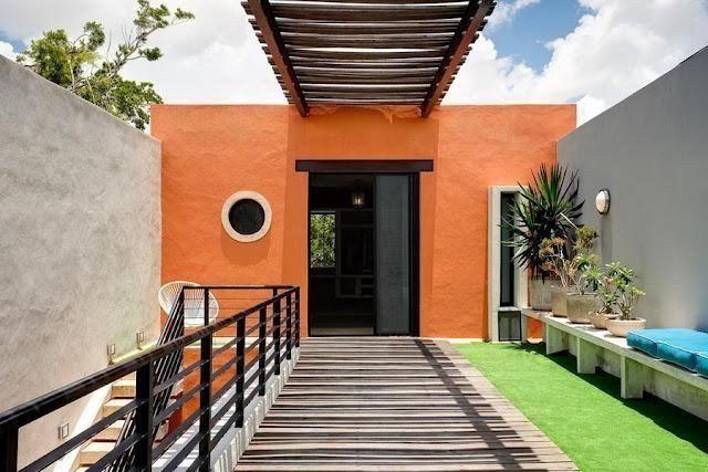 pared exterior color naranja combinada con dos paredes grises - paredes de cemento