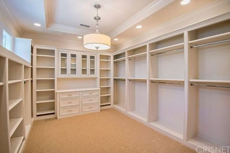 Good Closet Layout And I Like The Windows In The Walk In Closet Mb Master Closet Design Closet Layout Master Bedroom Closet