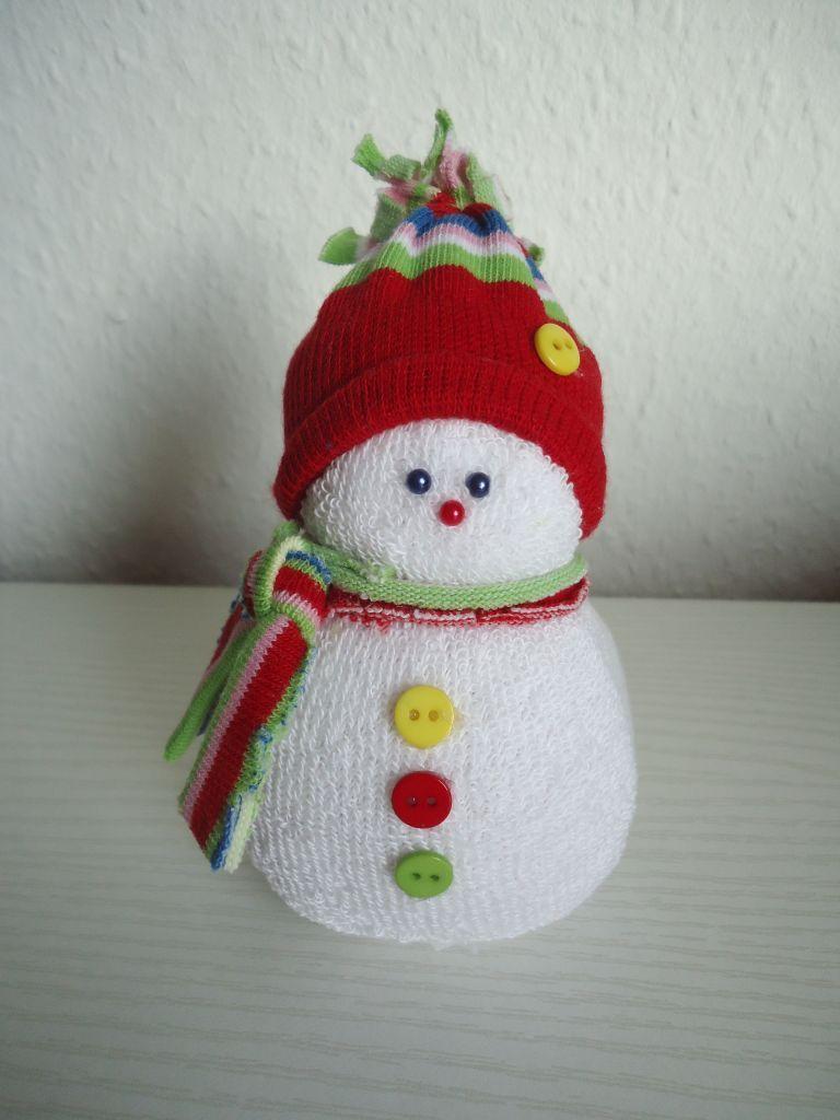 No Sew Sock Snowmen / Schneemann DIY by Saga Diy