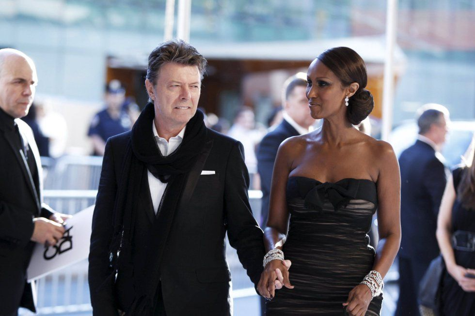 David Bowie y su mujer, Iman, llegan al Council of Fashion Designers of America de Nueva York el 7 de junio de 2010.