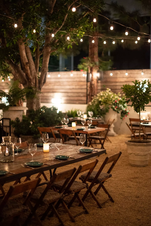 Santa Monica S New Patio Hideaway Feels Like A Celebrity Backyard Party Outdoor Restaurant Patio Outdoor Restaurant Restaurant Patio