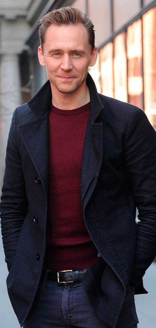 Tom Hiddleston outside the AOL Build studios on March 6, 2017. Via Torrilla. Higher resolution image: http://ww4.sinaimg.cn/large/6e14d388ly1fde2bpgiv3j21uo2s07wh.jpg