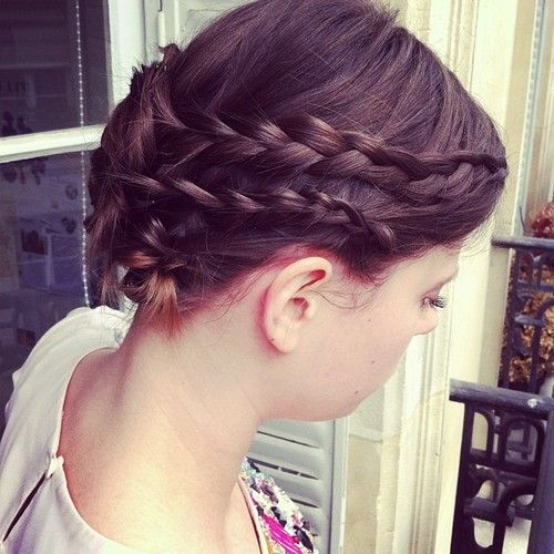 Romantic Bun With 2 Braids On Each Side Hair Beauty Cool Hairstyles Hair Styles