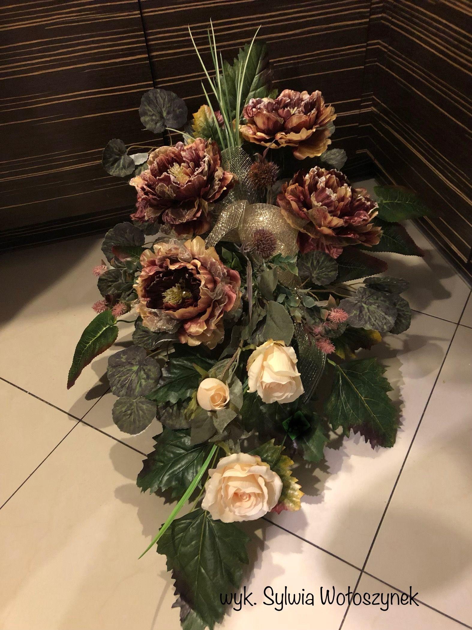 Kompozycja Funeralna 2018 Wyk Sylwia Woloszynek Funeral Flowers Funeral Floral Christmas Flower Arrangements