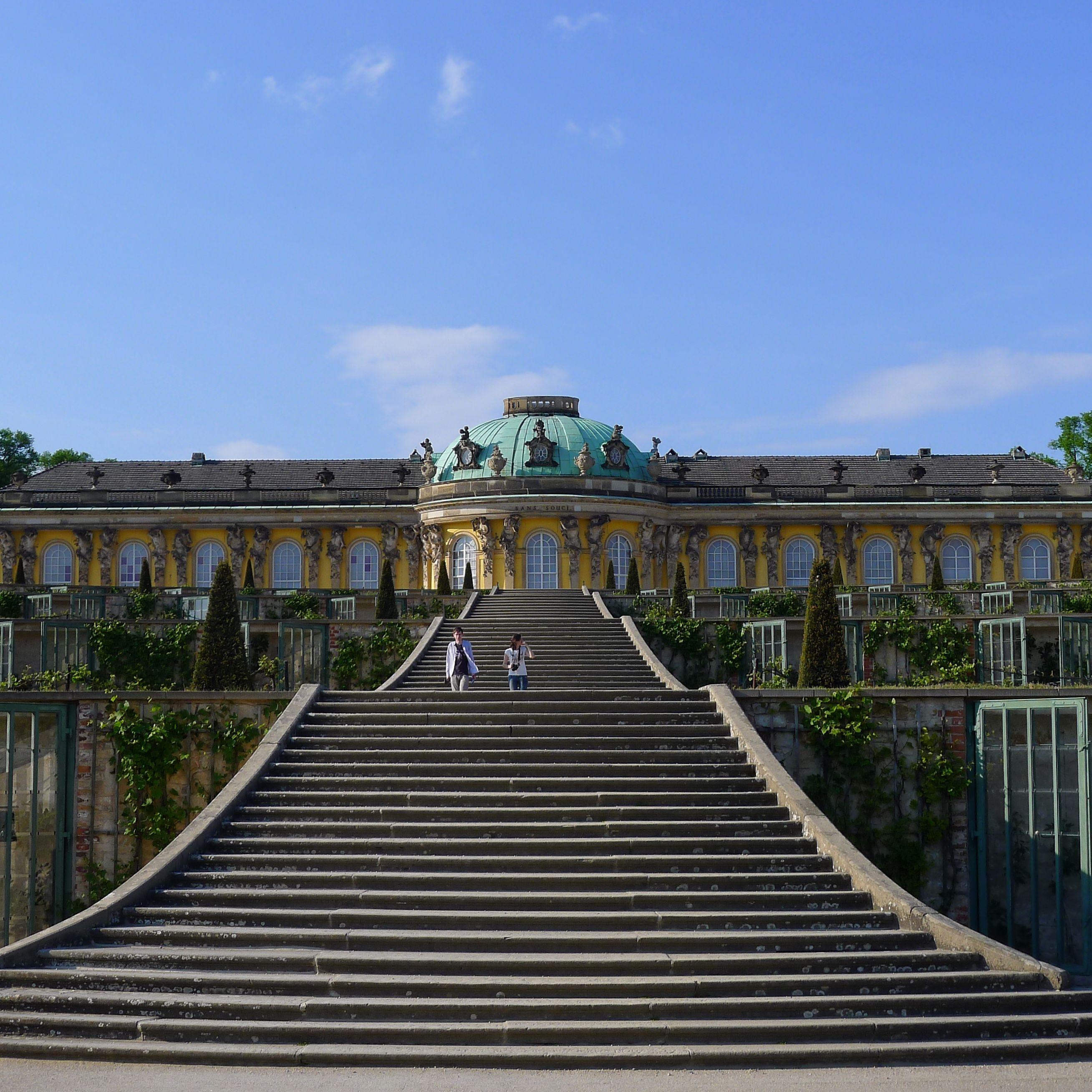 Potsdam Deutschland Schloss Sanssouci Mit Weinbergterrassen House Styles Mansions Germany