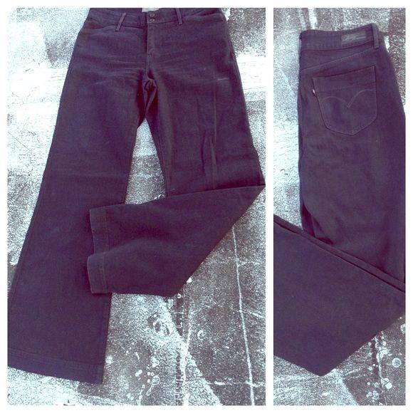 "NWOT Wide leg Levi's Wide leg Levi's in black wash, denim curve classic size 8/29, Inseam: 34"" Never worn Levi's Jeans Flare & Wide Leg"