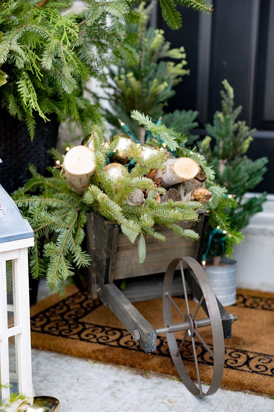 Kreative Ideen Fur Weihnachtsdeko Draussen Fuhrwerk Mit Brennholz