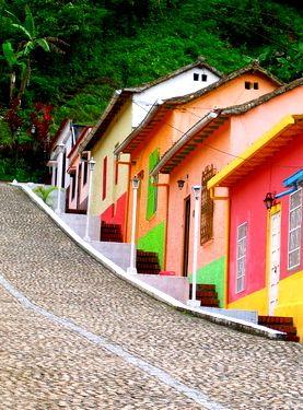 Pueblito colorido de Río Chiquito en Táchira, Venezuela