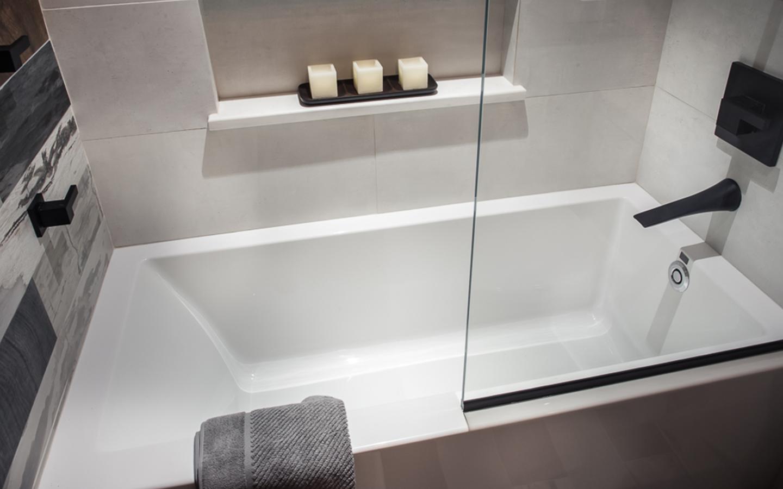 Modern Reclaimed Bathroom. Michele Alfano Design. MTI Tub. Instagram:  @michelealfanodesign